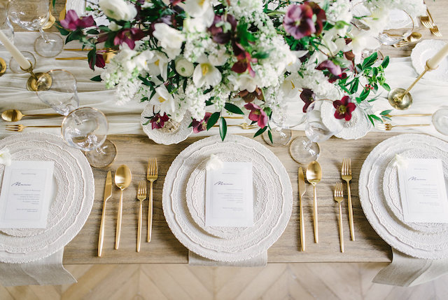 Chic neutral place setting | Arturo Diluart Photography