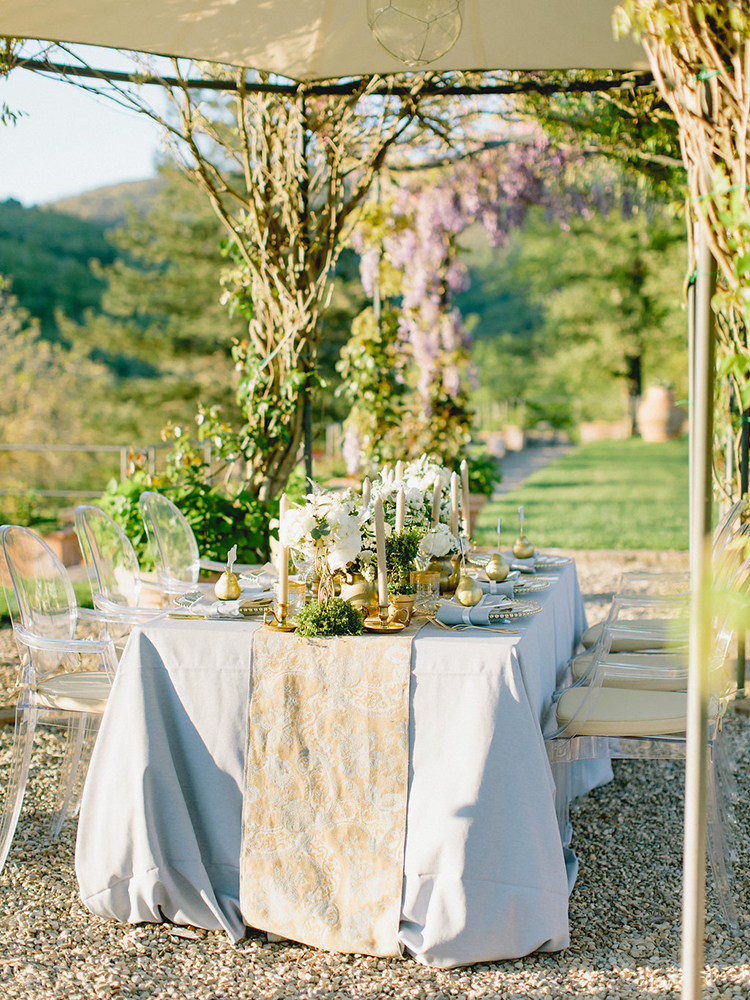 romantic tablescapes with runners - photo by Facibeni Fotografia http://ruffledblog.com/golden-sunset-wedding-inspiration-overlooking-tuscan-hills