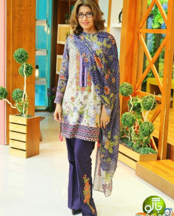 Outfits for Pakistani Women Over 30 (18)