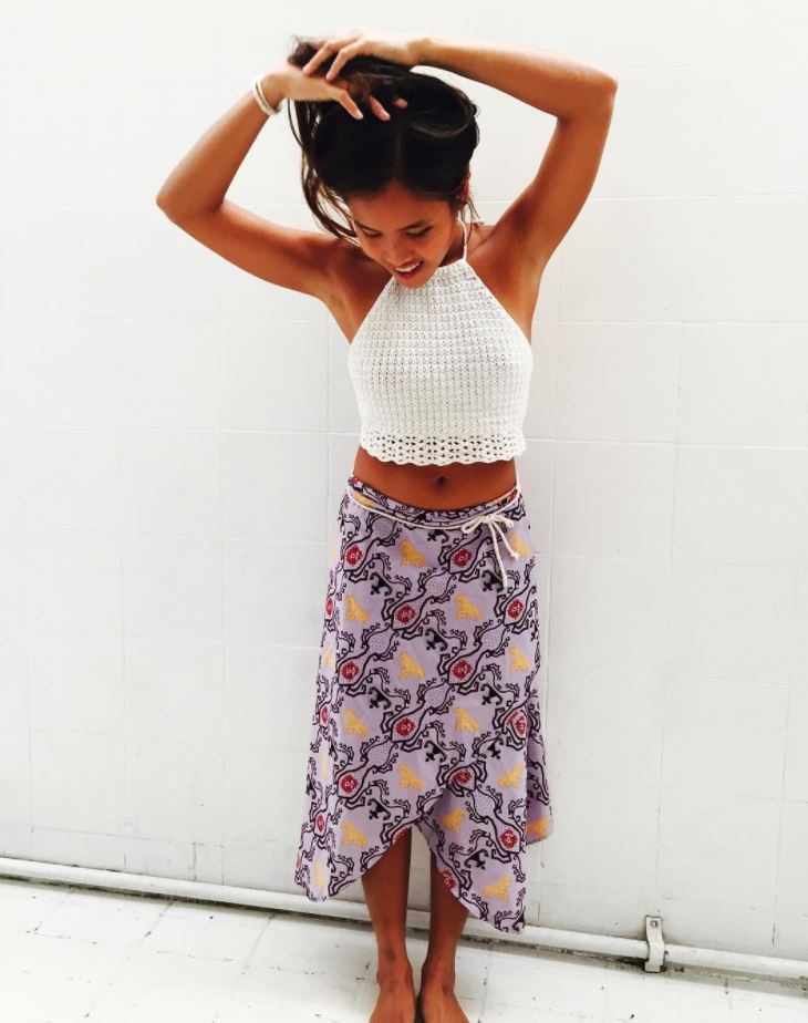 Ways to Wear a Wrap Skirt in Style (5)
