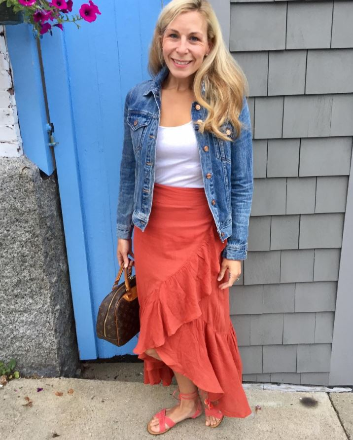 Ways to Wear a Wrap Skirt in Style (27)