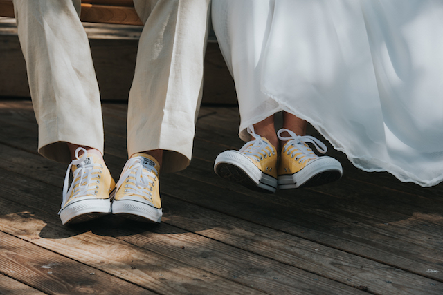 Converse wedding shoes | Foto by Freas