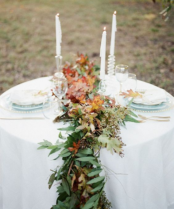 fresh greenery and fall leaves table runner for beautiful fall table