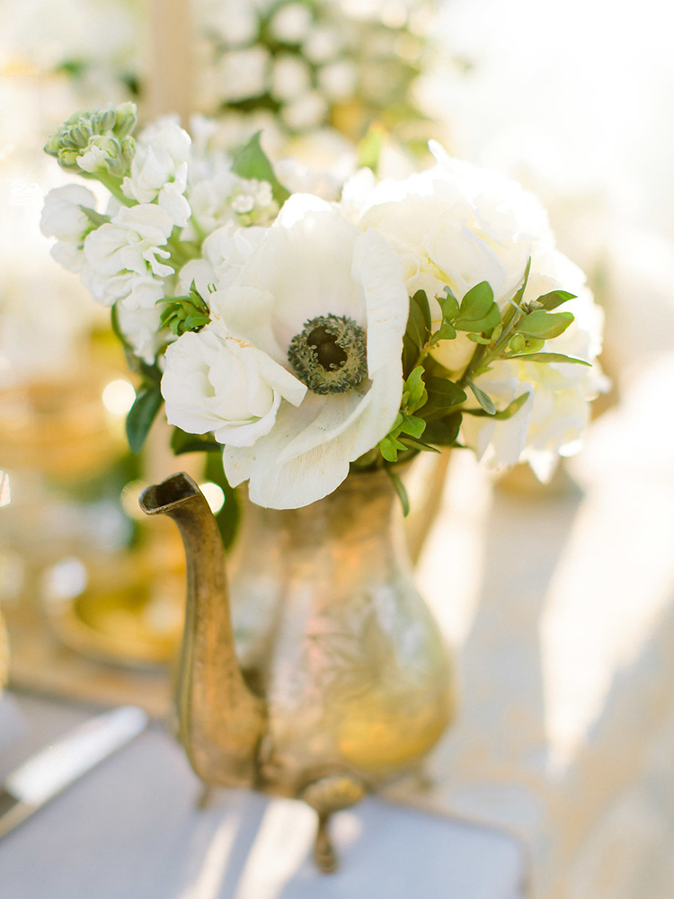 anemone bud vase centerpieces - photo by Facibeni Fotografia http://ruffledblog.com/golden-sunset-wedding-inspiration-overlooking-tuscan-hills