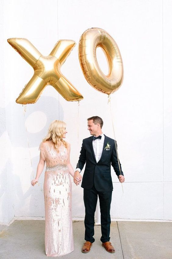 giant gold XO balloons look amazing in the pics and can work as a backdrop