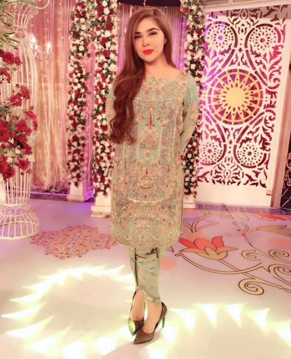 Outfits for Pakistani Women Over 30 (4)