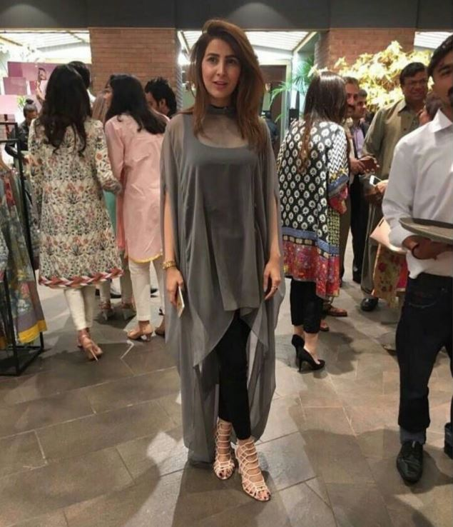 Outfits for Pakistani Women Over 30 (14)