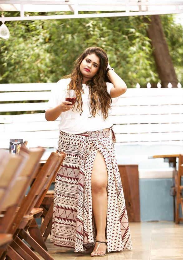 Ways to Wear a Wrap Skirt in Style (11)