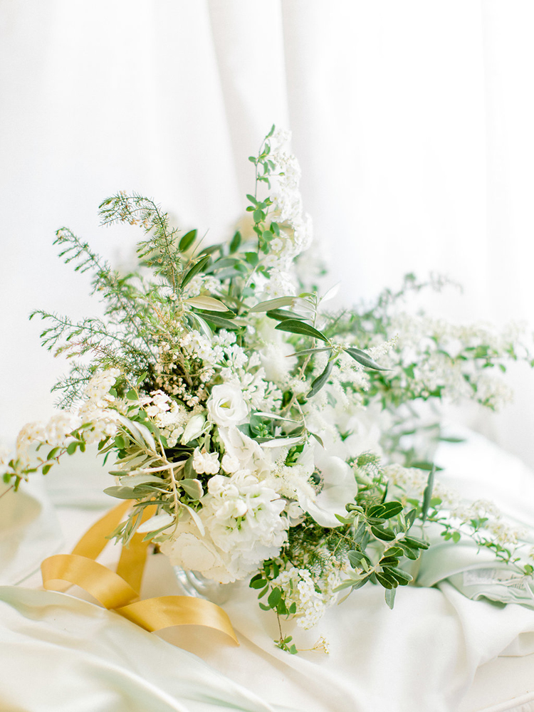 ivory wedding bouquets with greenery - photo by Facibeni Fotografia http://ruffledblog.com/golden-sunset-wedding-inspiration-overlooking-tuscan-hills