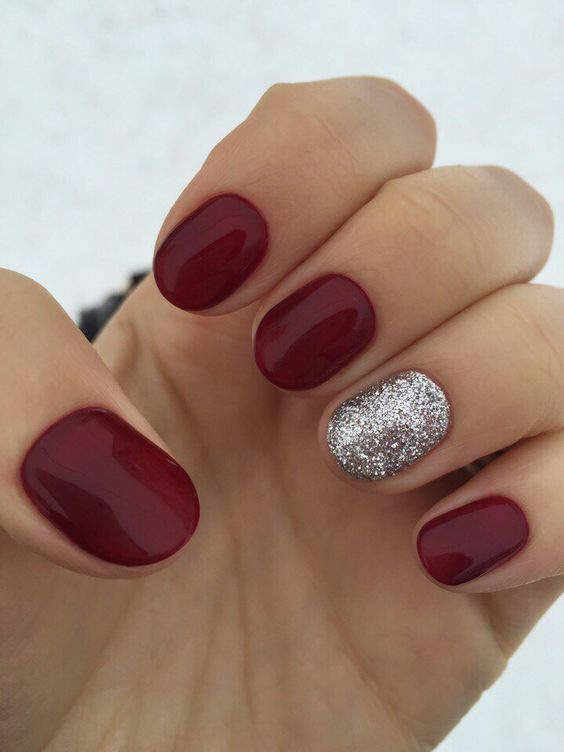 short rounded nails with an accent silver glitter one for winter holidays