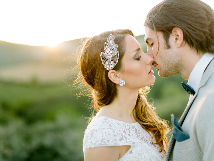 romantic wedding portraits - photo by Facibeni Fotografia http://ruffledblog.com/golden-sunset-wedding-inspiration-overlooking-tuscan-hills