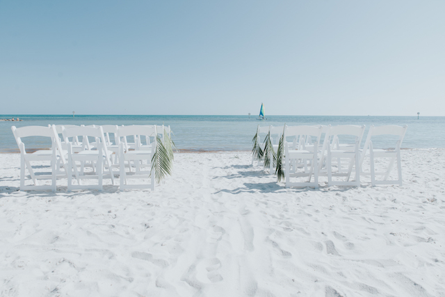 Key West beach wedding ceremony | Foto by Freas