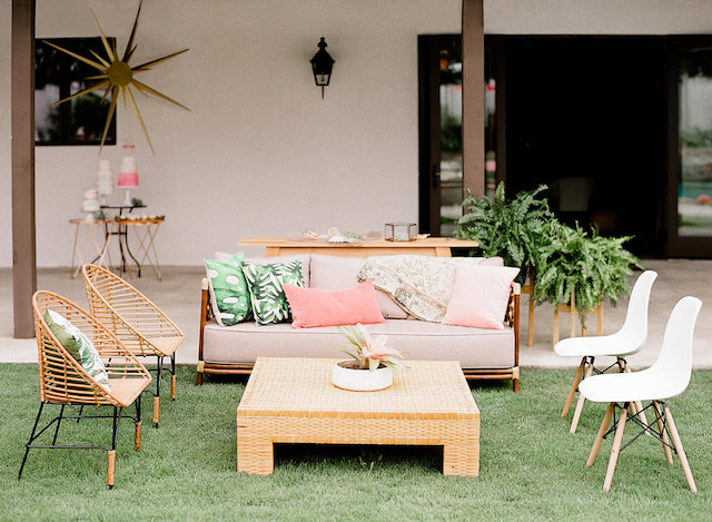 Palm Springs | Mid century modern outdoor lounge area | Leighanne Herr Photography