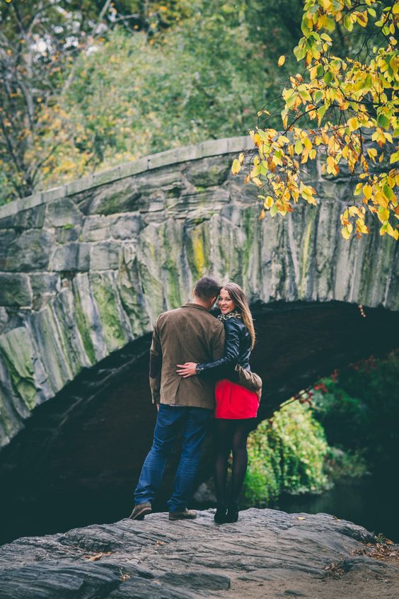 a fall engagement in the Central Park is a cool idea, it combines the big city and beautiful nature at the same time