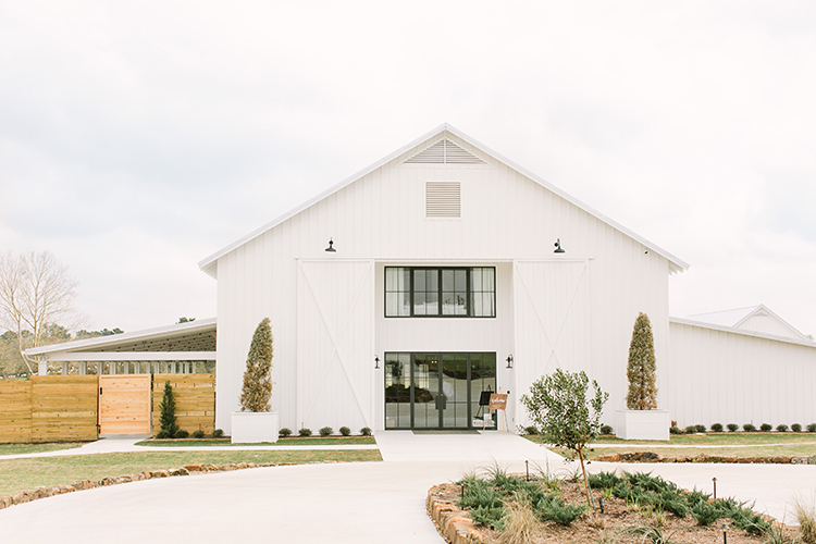 farmhouse wedding venues - photo by Mustard Seed Photography http://ruffledblog.com/modern-farmhouse-wedding-with-organic-details