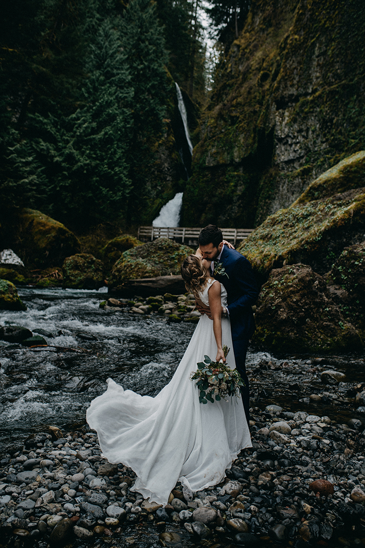waterfall wedding elopements - photo by Minerva House Photography http://ruffledblog.com/dreamy-waterfall-elopement-at-wahclella-falls