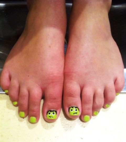 neon green toe nails with Fankenstein accent nails