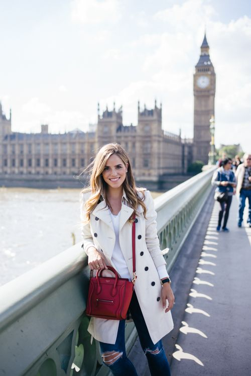ripped jeans, a white tee, a creamy trench coat and a fuchsia cross body bag