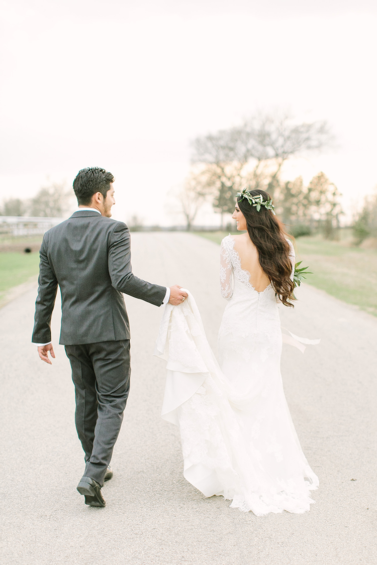 wedding portraits - photo by Mustard Seed Photography http://ruffledblog.com/modern-farmhouse-wedding-with-organic-details