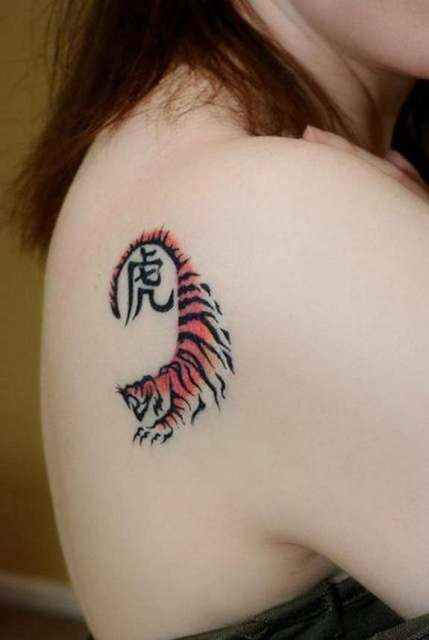 Small tiger tattoo on the shoulder