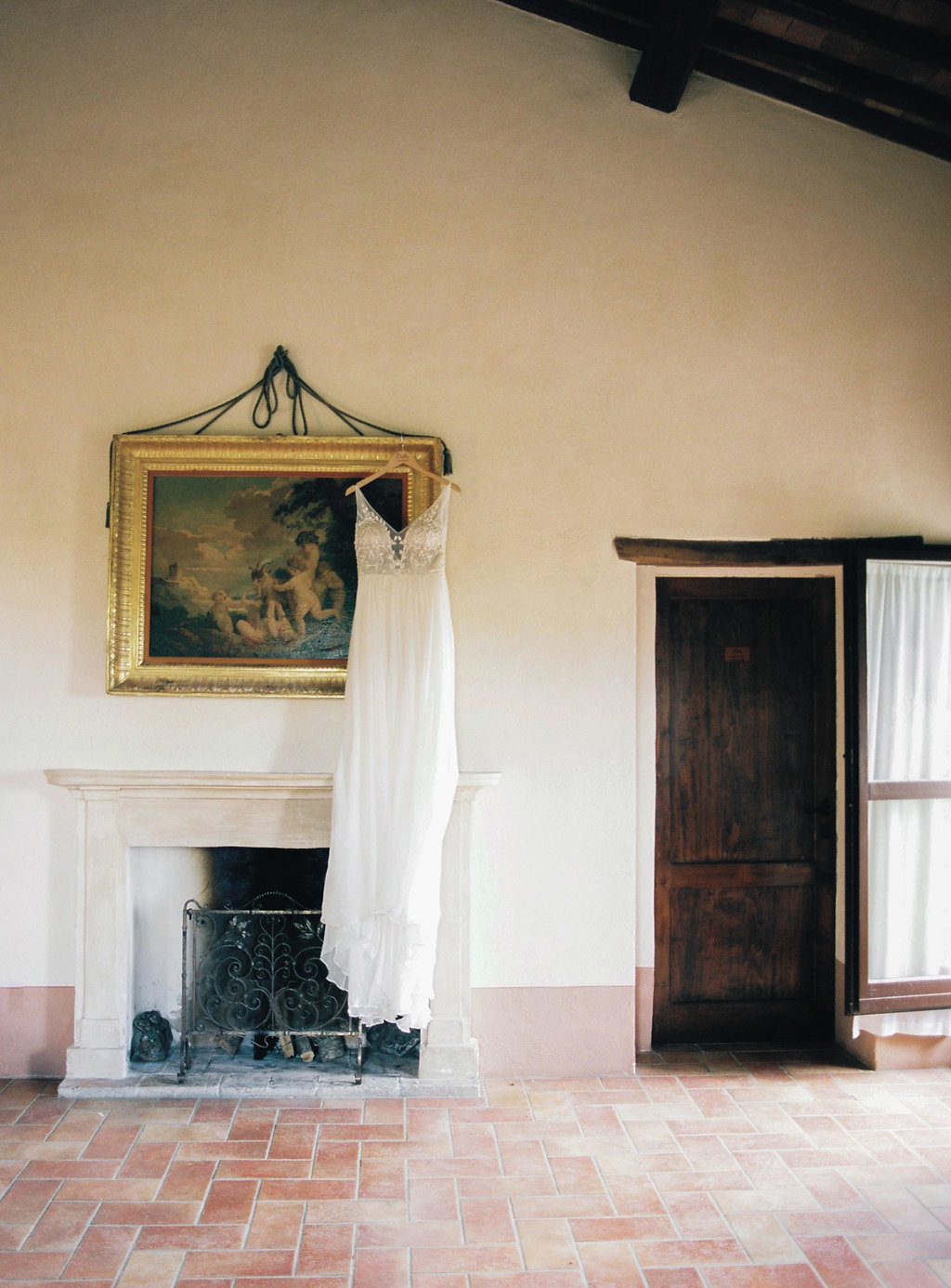 Tuscan wedding venues - photo by Katie Grant Photography http://ruffledblog.com/classically-beautiful-intimate-wedding-in-tuscany