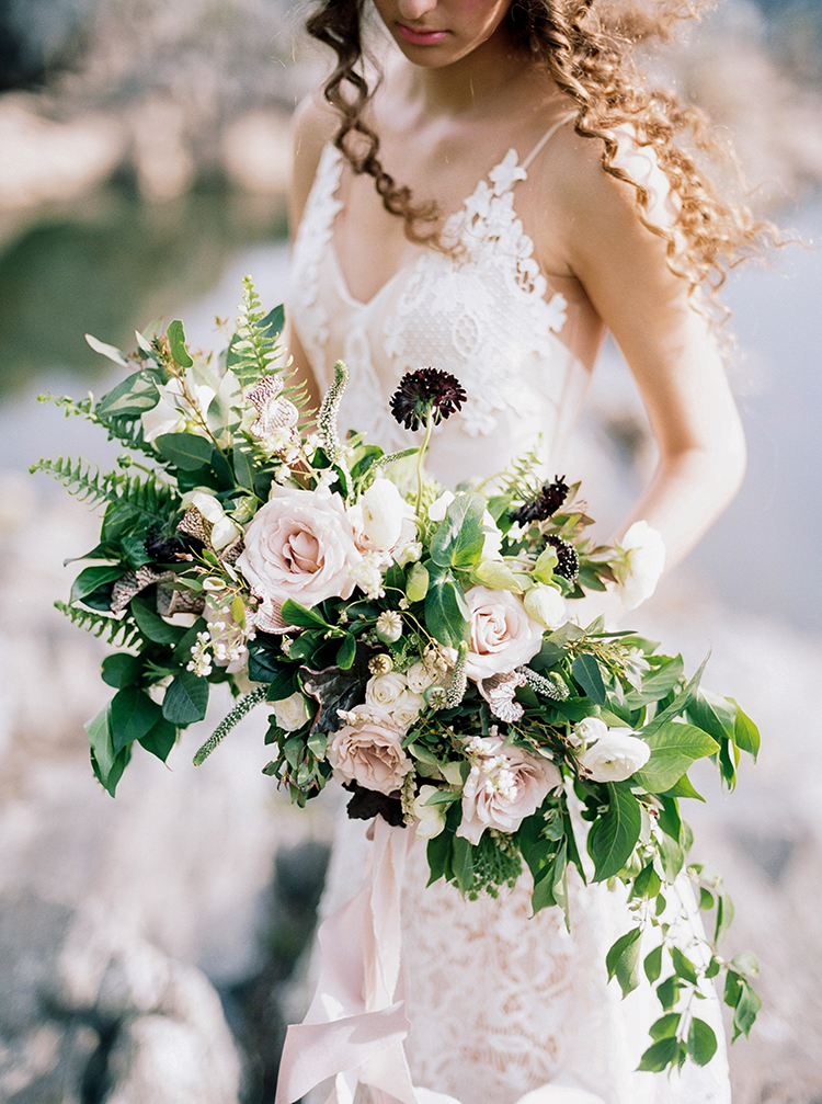 romantic blush wedding bouquets - photo by Photographs by Czar Goss http://ruffledblog.com/romantic-bridal-inspiration-in-great-falls-virginia