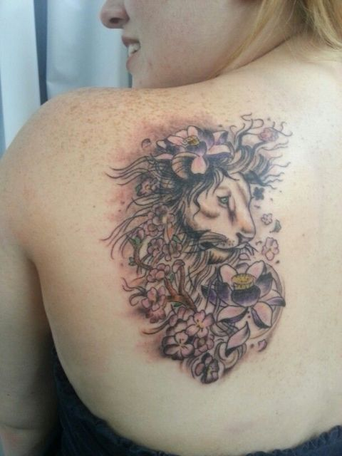 Unique tattoo on the shoulder