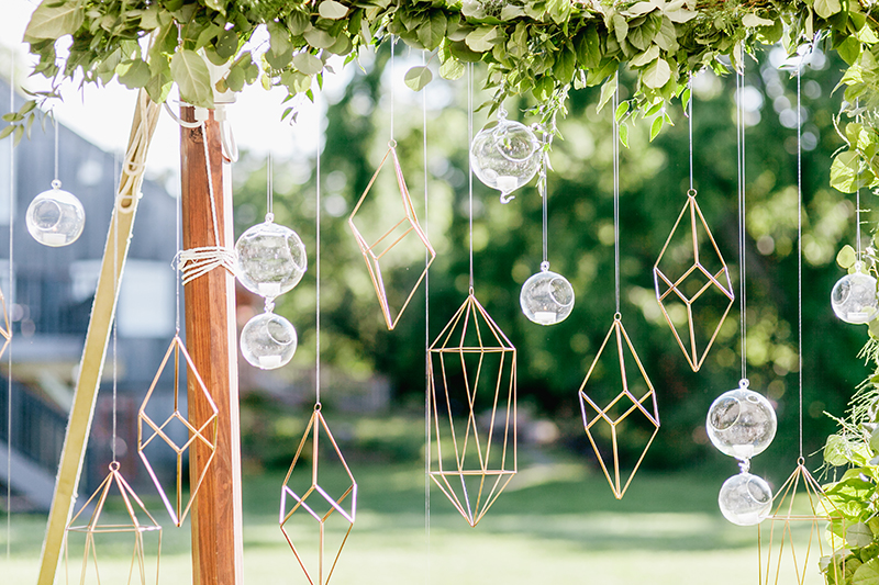 geometric wedding accents - photo by Emily Wren Photography http://ruffledblog.com/bright-beautiful-summer-wedding-with-geometric-accents