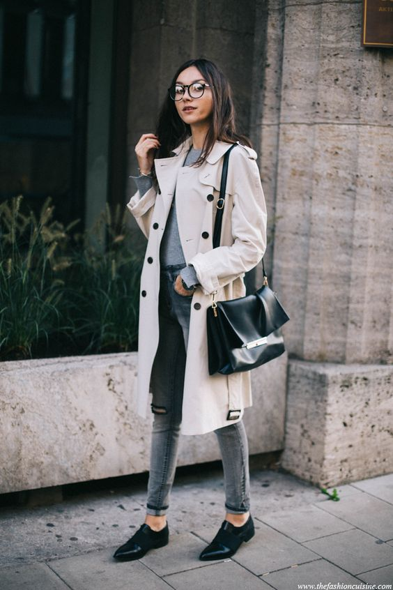 ripped grey jeans, a grey sweater, a neutral trench and black shoes for the fall