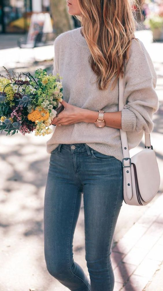 a neutral crossbody bag on a wide strap looks nice and relaxed and fits many outfits
