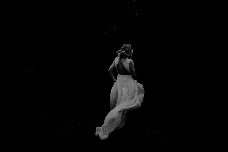 dramatic wedding photography - photo by Minerva House Photography http://ruffledblog.com/dreamy-waterfall-elopement-at-wahclella-falls