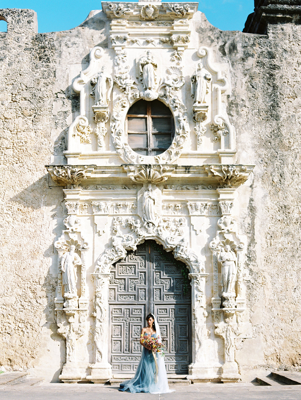 architectural wedding venues - photo by Charla Storey http://ruffledblog.com/architectural-san-antonio-mission-wedding-inspiration