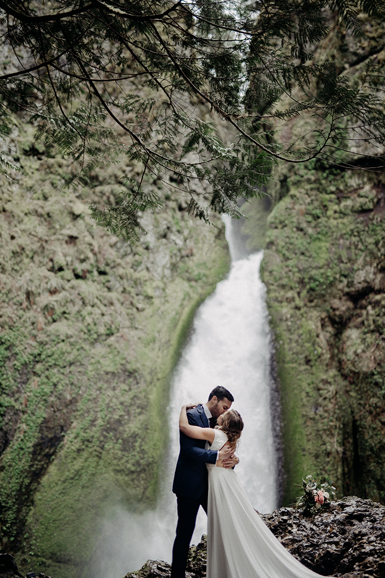 dreamy waterfall weddings - photo by Minerva House Photography http://ruffledblog.com/dreamy-waterfall-elopement-at-wahclella-falls