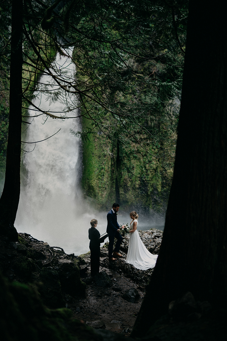 waterfall elopements - photo by Minerva House Photography http://ruffledblog.com/dreamy-waterfall-elopement-at-wahclella-falls
