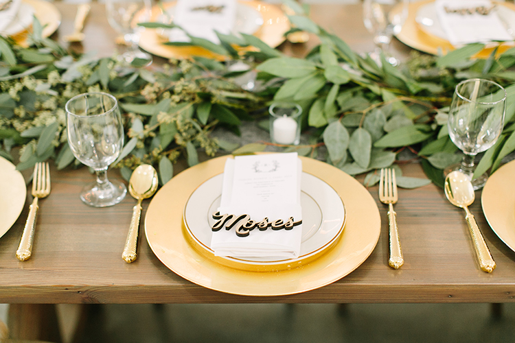 gold and greenery weddings - photo by Mustard Seed Photography http://ruffledblog.com/modern-farmhouse-wedding-with-organic-details