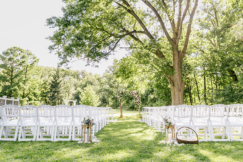 wedding ceremonies - photo by Emily Wren Photography http://ruffledblog.com/bright-beautiful-summer-wedding-with-geometric-accents