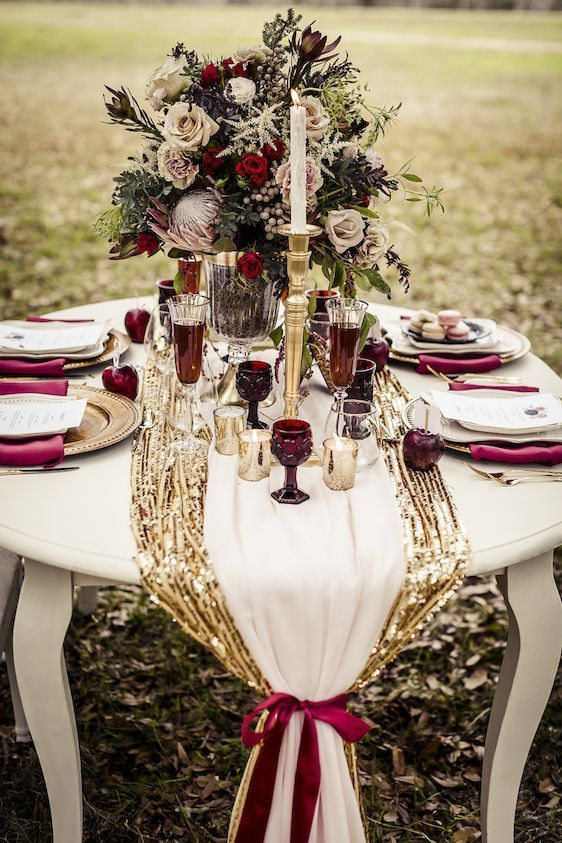 a festive combo of a gold sequin table runner, a white one and a plum-colored ribbon looks super chic and holiday-like