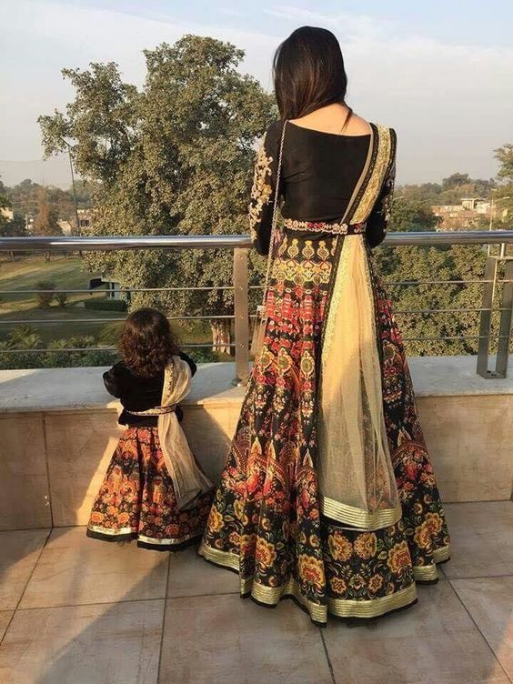 Pakistani Mother Daughter Outfits (4)