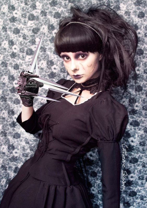female Edward Scissor Hands in black looks creepy yet very stylish