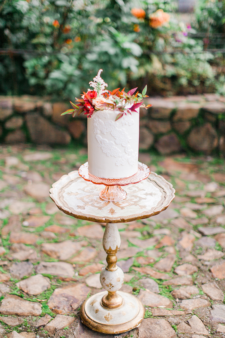 fall wedding cakes - http://ruffledblog.com/winery-vow-renewal-inspiration-with-autumn-leaves