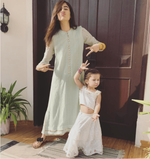 Pakistani Mother Daughter Outfits (13)