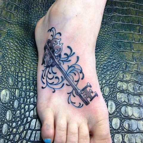 Gorgeous tattoo on the foot