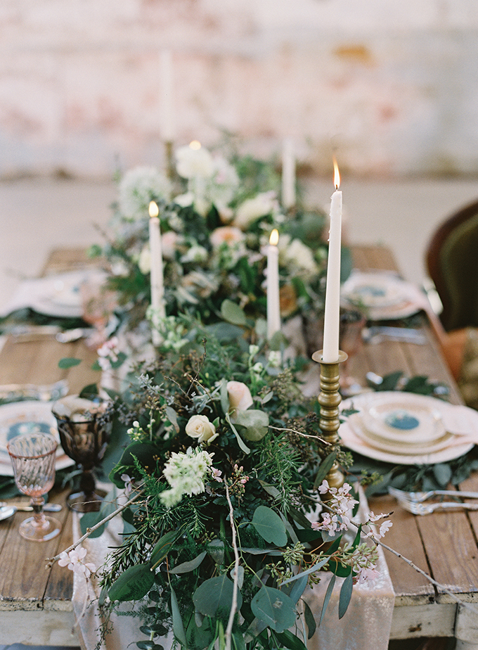 Look at this perfect textural green table runner with some blooms and candles, it's perfect