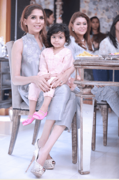 Pakistani Mother Daughter Outfits (17)