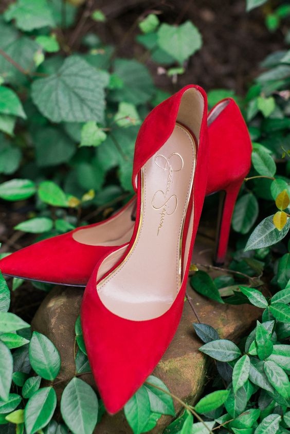 exquisite red suede heels for the wedding will help to make a colorful accent