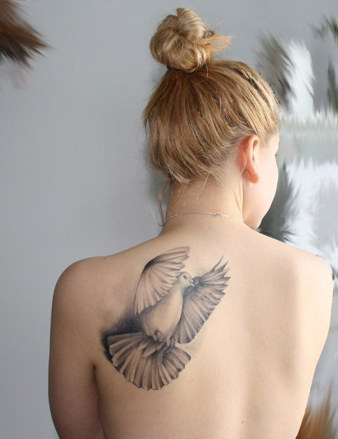 Cool 3D tattoo on the shoulder
