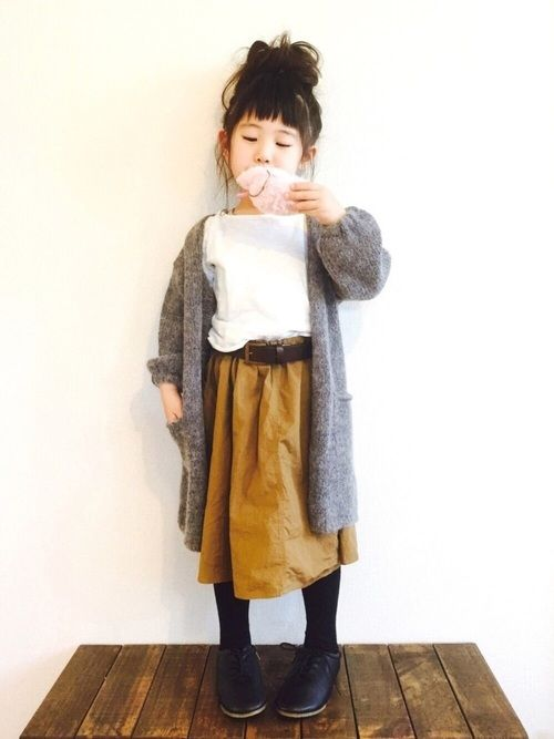 a mustard midi skirt, a white shirt, a grey long cardigan, black tights and black shoes