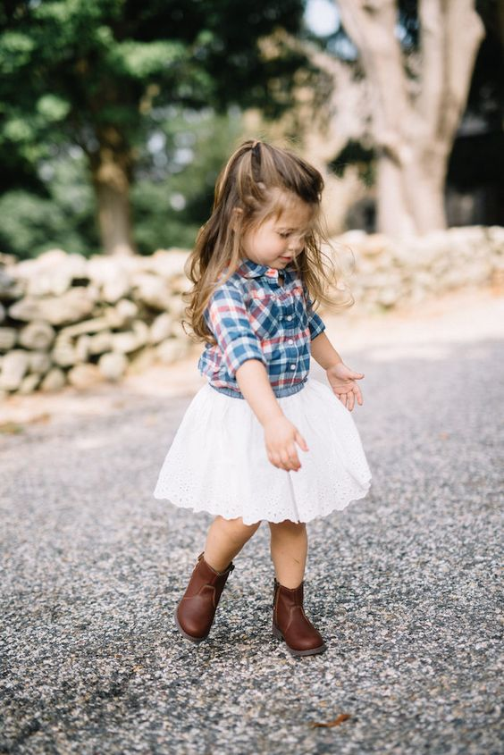 brown leather boots, a lace white skirt, a plaid shirt for a warm day looks very cute