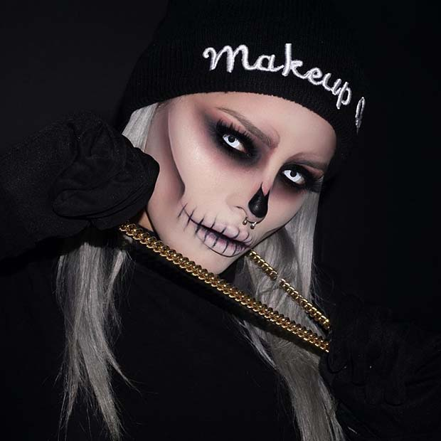 Scary Skeleton Halloween Makeup Idea for Women