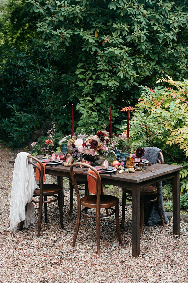 fall woodland wedding inspiration - https://ruffledblog.com/woodland-luxe-wedding-inspiration-with-fall-colors
